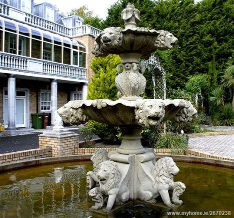 fountain_lions_l